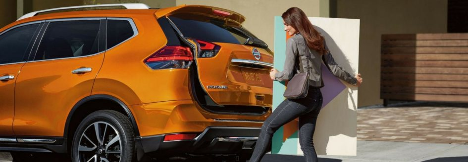 Woman using smart liftgate feature on 2018 Nissan Rogue